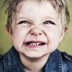 Scrâșnitul din dinți la copii – Bruxismul: Răspunsuri la întrebări frecvente